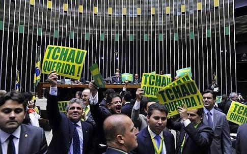 A sessão na Câmara dos deputados, no ultimo domingo, demonstrou o pragmatismo e o boicote dos deputados favoráveis ao afastamento da Chefe de Estado, cujos votos não se basearam nas questões propostas pelo impeachment, e sim em questões como o desgaste político da presidente Dilma Rousseff com os parlamentares.