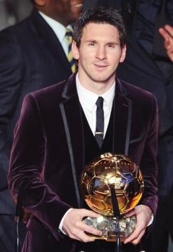 Messi durante o prêmio Bola de Ouro em 2012, com o título de melhor do mundo pela terceira vez.