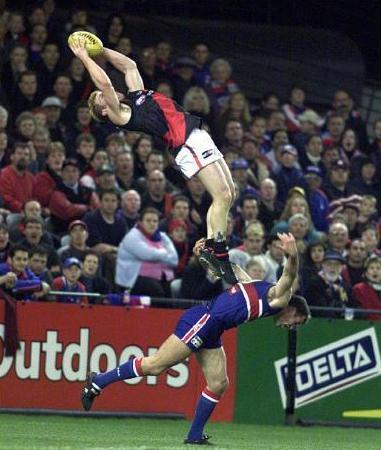 australian-football-rules-high-mark-fly1