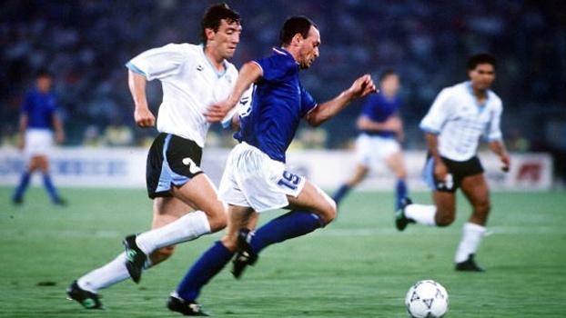 Na Copa do Mundo de 1990, o Uruguai foi derrotado pela Itália, anfitriã do torneio, pelo placar de 2 a 0 e, assim, foi eliminado nas oitavas-de-final.