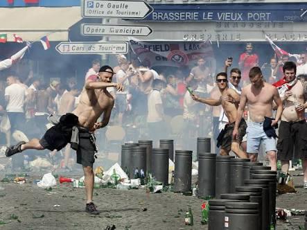 As brigas registradas entre torcidas de diversos países na Eurocopa mostraram que o hooliganismo ainda persiste e que a noção de civilidade tão atribuída aos povos europeus é caótica. Apesar das desconfianças quanto à segurança na Copa de 2014, nenhum incidente desta gravidade ocorrido na França foi registrado no Brasil 2 anos atrás.