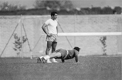 O então capitão do Exército e preparador físico Carlos Alberto Parreira ajudou a revolucionar a preparação física do futebol, em 1970. (Foto: Zeka Araújo