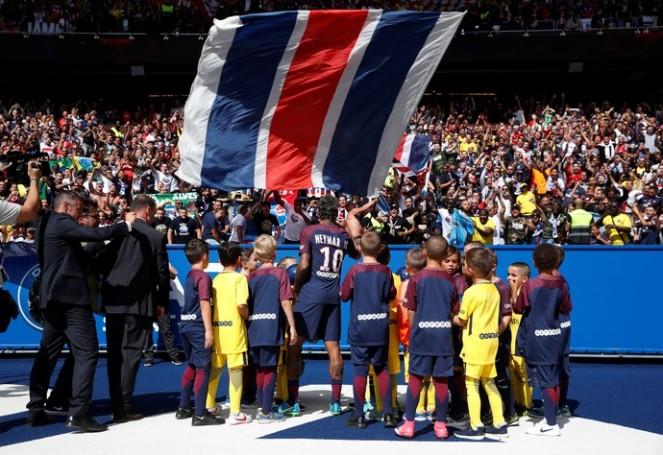 2017-08-05t143250z_1221270510_rc1a218c0fd0_rtrmadp_3_soccer-france-psg-ami-neymar_n13sJgt