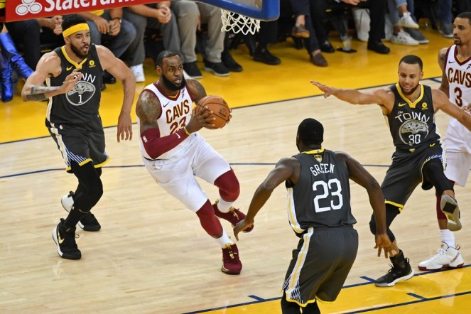 2018-06-04t003105z_705638766_nocid_rtrmadp_3_nba-finals-cleveland-cavaliers-at-golden-state-warriors