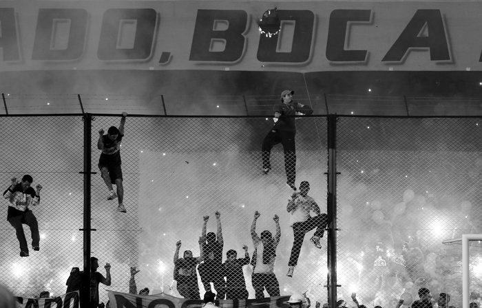 Hinchas de Boca agreden con gas pimienta a los jugadores del River